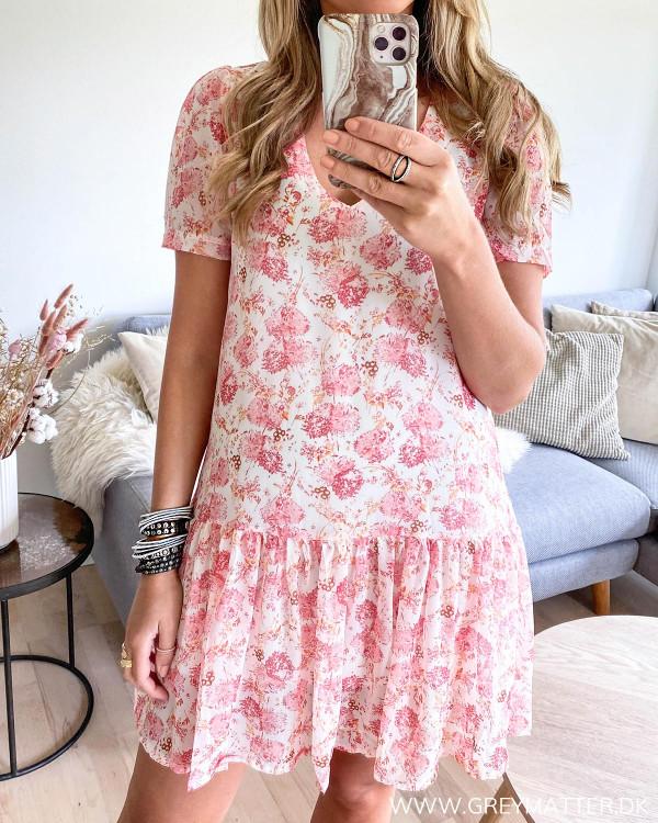 Coral farvet kjole fra Grey Matter