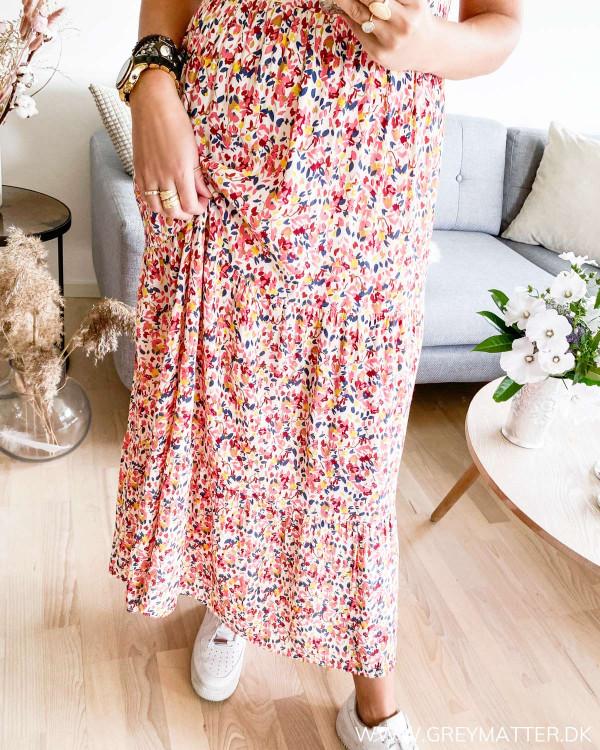 Pieces kjole med print set tæt på