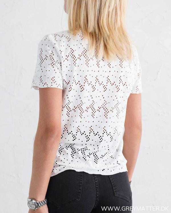 Vila blondebluse hos Grey Matter Fashion
