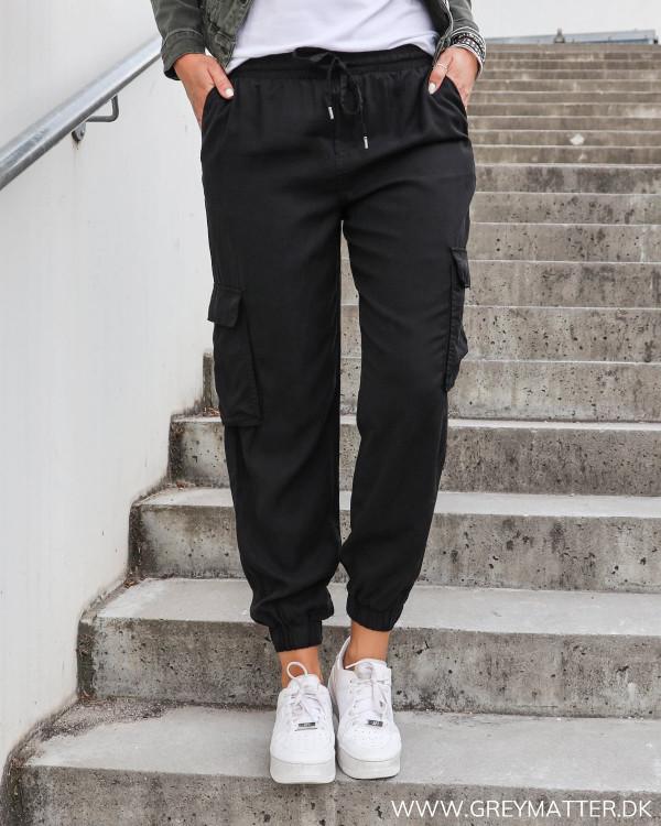 Cargo bukser til damer i sort loose fit