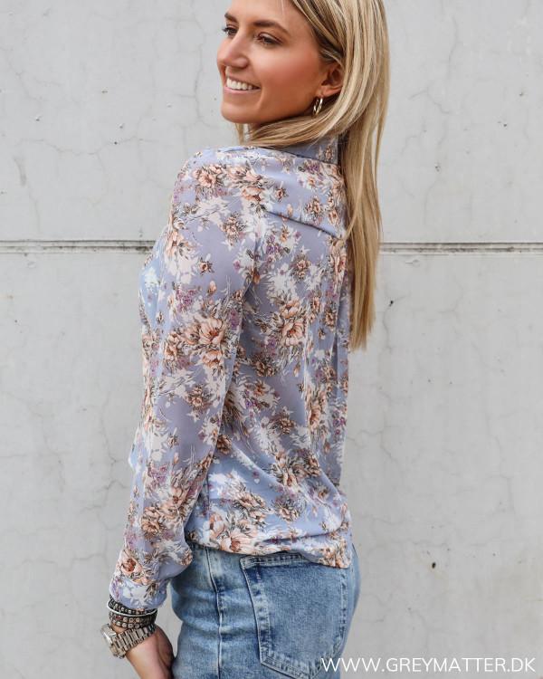 Lyseblå skjorte med print til damer