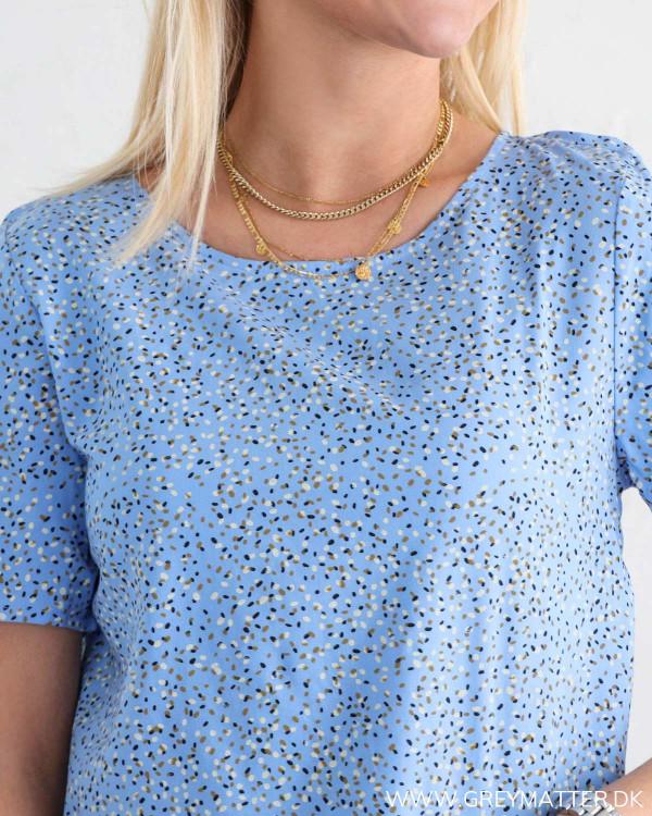 Vila t-shirt i blå set ved halsudskæring