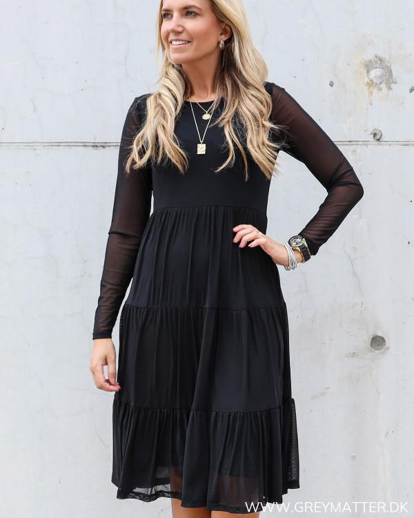 Vidavis kjole fra Vila i sort med lange ærmer