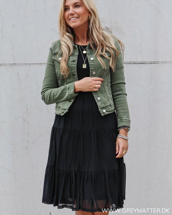 Sort Vila kjole stylet med rå lulu jakke fra Grey Matter Fashion