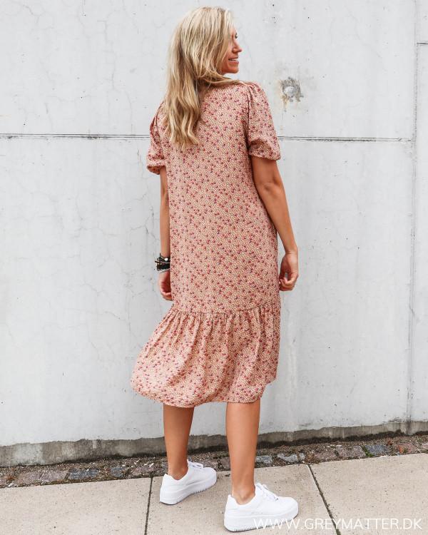 Kjole med flæser fra Vila