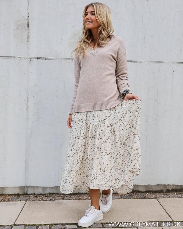Vila bluse kombineret med smuk Neo Noir kjole i lang