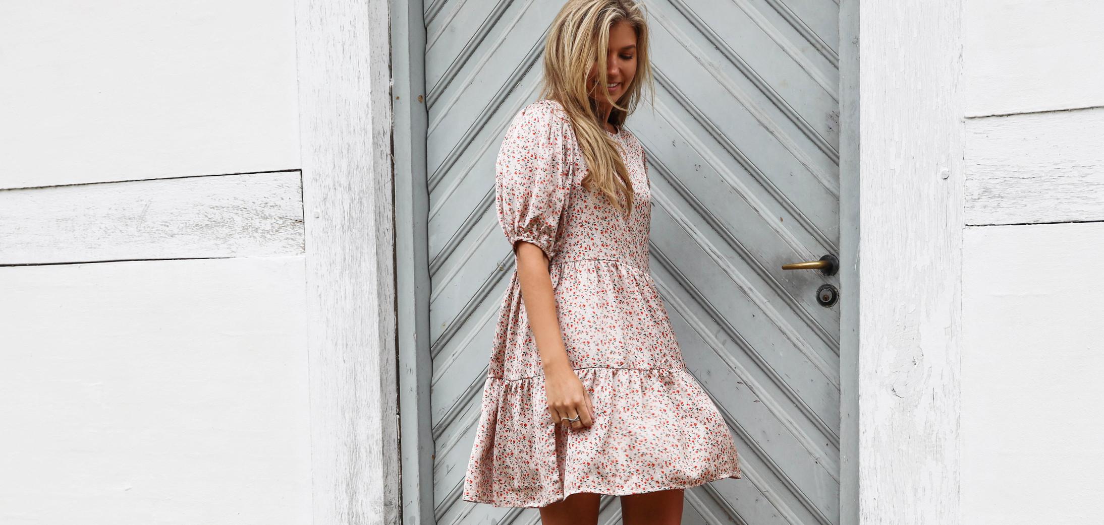 Smuk kjole fra Vila med print
